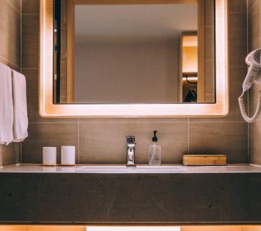 modern-hotel-bathroom